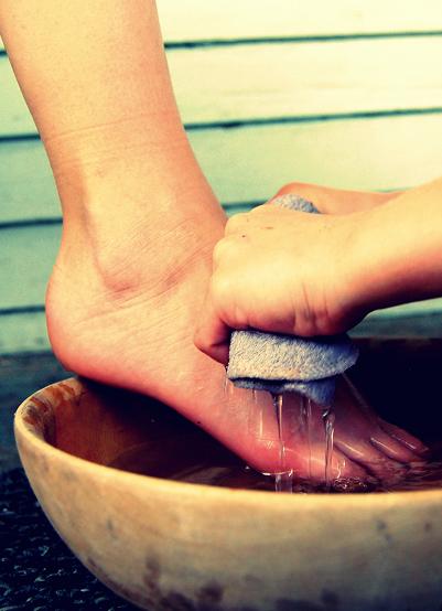 humility_feet_washing_small