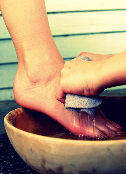 humility_feet_washing_small